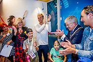 UTRECHT - Armin van Buuren tijdens de opening van de Armin van Buuren Muziekids Studio in het Prinses Maxima Centrum voor kinderoncologie. De muziekstudio is bedoeld voor zieke kinderen die in het centrum verblijven. In de studio kunnen de kinderen ontspannen door op verschillende muziekinstrumenten hun creativiteit te uiten en daarbij het ziekenhuis even te vergeten.  copyright robin utrecht