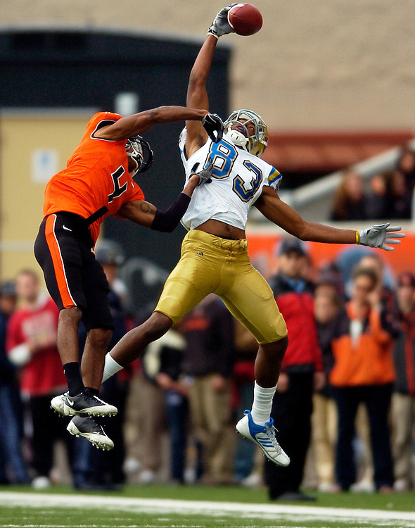 Nelson Rosario makes an incredible one-handed catch for a long touchdown, but Oregon State defeats UCLA 26-19 in a Pac-10 Conference football game at Reser Stadium in Corvallis on Saturday, Oct 31, 2009.