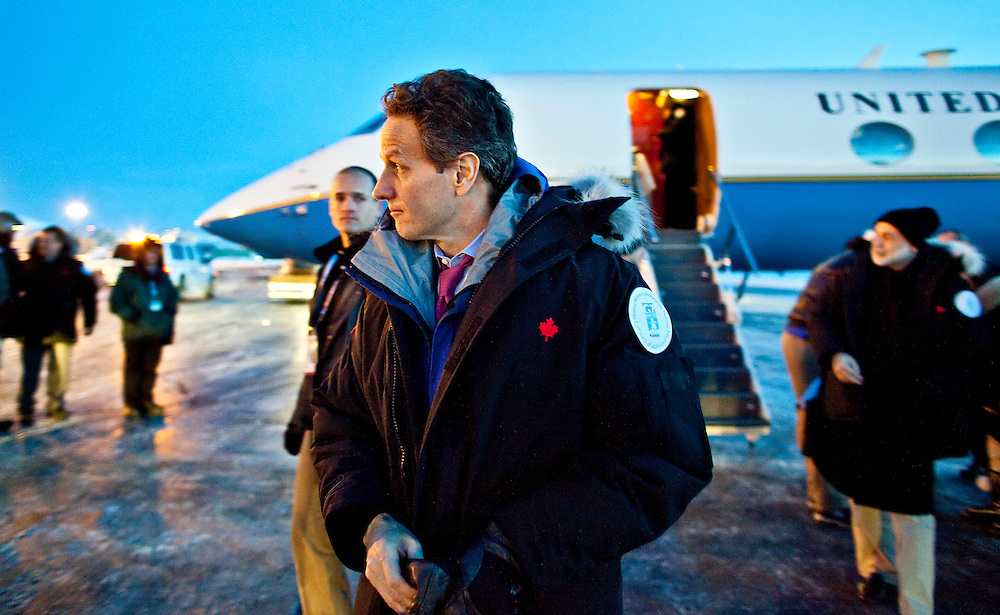 US Treasury Secretary Timothy Geithner arrives in Iqaluit, Canada for the G7  Finance Ministers Meeting, February 5, 2010.<br /> AFP/GEOFF ROBINS/STR