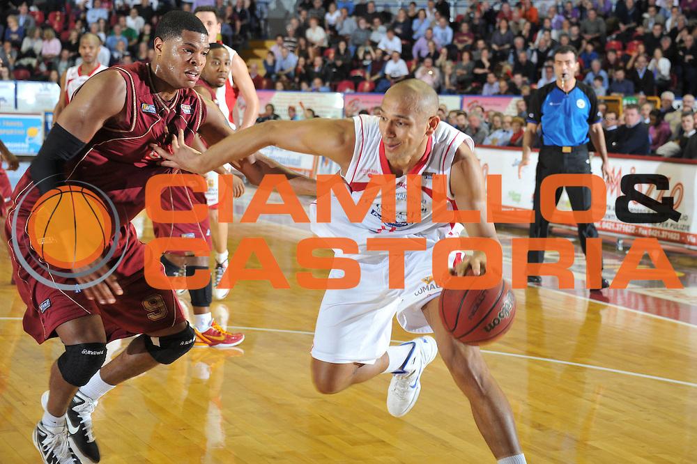 DESCRIZIONE : Venezia Lega Basket A2 2010-11 Umana Reyer Venezia Tuscany Pistoia<br /> GIOCATORE : Fiorello Toppo<br /> SQUADRA : Umana Reyer Venezia Tuscany Pistoia<br /> EVENTO : Campionato Lega A2 2010-2011<br /> GARA : Umana Reyer Venezia Tuscany Pistoia<br /> DATA : 18/03/2011<br /> CATEGORIA : Palleggio<br /> SPORT : Pallacanestro <br /> AUTORE : Agenzia Ciamillo-Castoria/M.Gregolin<br /> Galleria : Lega Basket A2 2010-2011 <br /> Fotonotizia : Venezia Lega A2 2010-11 Umana Reyer Venezia Tuscany Pistoia<br /> Predefinita :