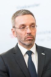 "18.05.2019, Sportministerium, Wien, AUT, Pressekonferenz zum Rücktritt des Vizekanzlers nach der Veröffentlichung eines Videos das ihn mit dem damaligen Wiener Bürgermeister Gudenus bei einem Gespräch mit einer russischen Investorin zeigt. im Bild Innenminister Herbert Kickl (FPÖ) // Austrian Minister for the Interior Herbert Kickl during media conference about Vice Chancellors Strache resignation because of the leaked ""Ibiza Video"" at the sport ministry in Vienna, Austria on 2019/05/18, EXPA Pictures © 2019, PhotoCredit: EXPA/ Michael Gruber"
