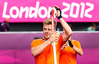 LONDEN - De maker van het winnende doelpunt, Mink van der Weerden ,maandag nade hockey wedstrijd tussen de mannen van Nederland en India (3-2) tijdens de Olympische Spelen in Londen .ANP KOEN SUYK