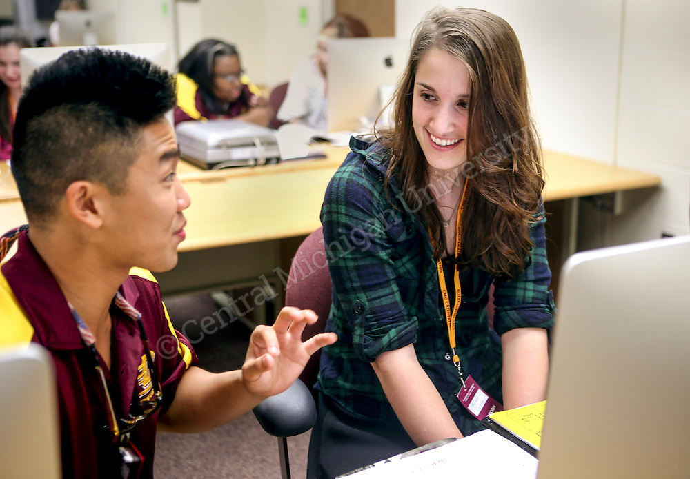 David Wong helps a student with her class schedule during Freshman Orientation in Moore Hall photo by Emily Mesner