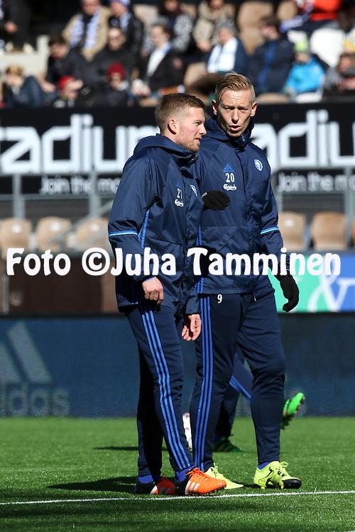 2.4.2016, Sonera Stadion, Helsinki.<br /> Veikkausliiga 2016.<br /> Helsingin Jalkapalloklubi - IFK Mariehamn.<br /> Sebastian Sorsa &amp; Mikael Forssell (HJK) alkul&auml;mmittelyss&auml;.