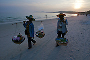 Hat Sai Kaew. Beach vendors.