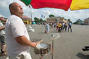 MS Kazan tour group greeted by street music...A river cruise from Moscow to St. Petersburg aboard MS Kazan, the most luxurious vessel (four star plus) operating in Russia. It is run by Austrian River Cruises under strictly Western standards, chartered - amongst others - by Club 50, a senior's travel agency based in Vienna.