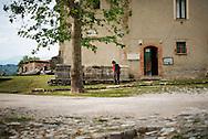 Roscigno Vecchia, Italia - 27 maggio 2012. Giuseppe Spagnuolo, unico abitante del piccolo paese di Roscigno Vecchia passeggia tra le strade deserte del paese. Roscigno Vecchia paese ha incominciato a svuotarsi nel 1902 a causa delle frequenti frane per poi diventare totalmente disabitato nel 2000. Ogni tanto arrivano a Roscigno Vecchia dei turisti a cui Giuseppe Spagnuolo fa da cicerone..Ph. Roberto Salomone Ag. Controluce.ITALY - Giuseppe Spagnuolo, the only inhabitant of the small ghost town of Roscigno Vecchia walks through the streets of the town on May 27, 2012. The town counts only Mr. Spagnuolo as inhabitant since 2000. Now and then few tourists show up and Giuseppe Spagnuolo gives them the tour of the town.
