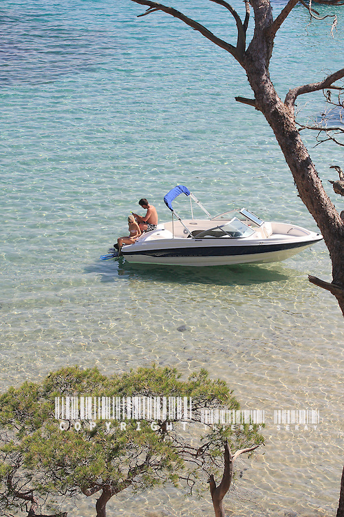 BAYLINER GT. PORQUEROLLES ISLAND. SOUTH OF FRANCE.COPYRIGHT : THIERRY SERAY/BAYLINER Cruising with a motorboat in south of France