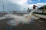 Pescadores de la Cooperativa Palo Seco, en la costa sur del Golfo de Montijo en  la provincia de Veraguas,  Panamá.