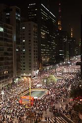 Sao Paulo, 18 de Junho de 2013. Protestos em Sao Paulo, inicialmente contra o aumento das passagens de onibus e metro, levam milhares de pessoas as ruas, por todo pais. Os protestos se transformaram na maiores manifestacoes publicas dos ultimos 20 anos no Brasil. / Sao Paulo, SP, Brazil: Thousands of people have marched through the streets of Brazil's biggest cities, as protests over rising public transport costs. The protests are the largest seen in Brazil for more than 20 years.