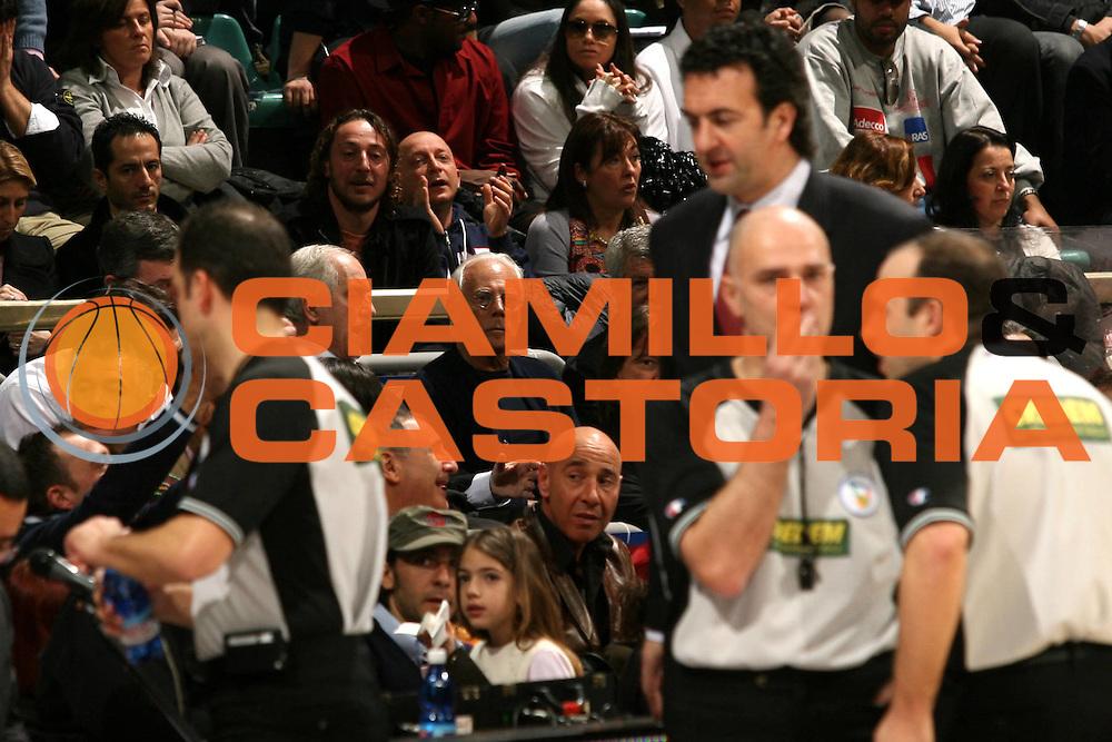 DESCRIZIONE : Bologna Lega A1 2006-07 Climamio Fortitudo Bologna Armani Jeans Milano <br /> GIOCATORE : Armani Baldi Arbitri <br /> SQUADRA : Armani Jeans Milano<br /> EVENTO : Campionato Lega A1 2006-2007 <br /> GARA : Climamio Fortitudo Bologna Armani Jeans Milano <br /> DATA : 25/03/2007 <br /> CATEGORIA : Ritratto <br /> SPORT : Pallacanestro <br /> AUTORE : Agenzia Ciamillo-Castoria/M.Marchi