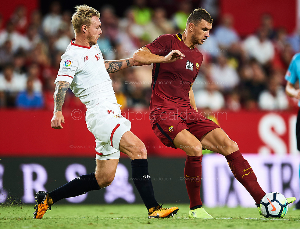 SEVILLE, SPAIN - AUGUST 10:  Edin Dzeko of AS Roma (R) competes for the ball with Simon Kjaer of Sevilla FC (L) during a Pre Season Friendly match between Sevilla FC and AS Roma at Estadio Ramon Sanchez Pizjuan on August 10, 2017 in Seville, Spain. (Photo by Aitor Alcalde/Getty Images)