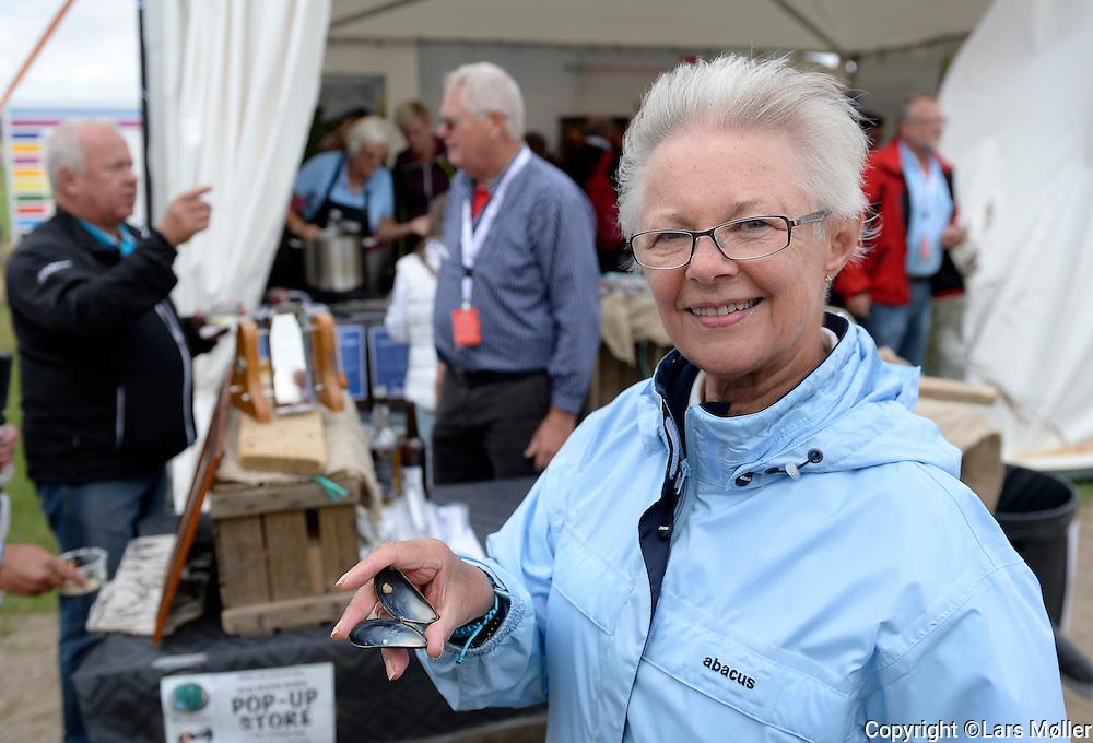 DK Caption:<br /> 20140814, Aars, Danmark:<br /> Made in Denmark Golf. En g&aelig;st fandt en perle i en muslingesuppe<br /> Foto: Lars M&oslash;ller<br /> UK Caption:<br /> 20140814, Aars, Denmark:<br /> Made in Denmark Golf. <br /> Photo: Lars Moeller