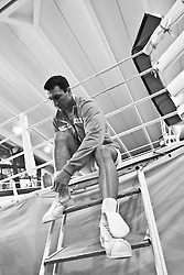 07.06.2011, Stanglwirt, Going, AUT, Wladimir Klitschko, Training, im Bild Wladimir Klitschko zieht seine Boxschuhe anduring a training session at Hotel Stanglwirt, Going, Austria on 7/6/2011. EXPA Pictures © 2011, PhotoCredit: EXPA/ J. Groder