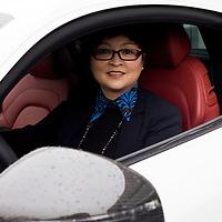CHENGDU, 10/17/2012 :   Wu Yali, Vorsitzende der Audi New Elements Gruppe in Chengdu in ihrem eigenen Audi.