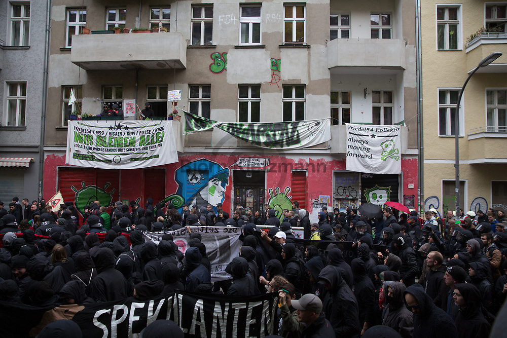 Berlin, Germany - 01.05.2017<br /> <br /> The demonstration past the threatened left house project Friedel54. Thousands of people participate in the revolutionary 1st May demonstration in Berlin-Kreuzberg. The demo, traditionally starting at 6 pm, was not registered this year. Particularly<br />  at the end of the demonstration, bottles were thrown and police forces arrest several protestors.<br /> <br /> Die Demonstration zieht an dem bedrohten linken Hausprojekt Friedel54 vorbei. Tausende Menschen beteiligen an der revolutionaeren 1.Mai Demonstration in Berlin-Kreuzberg. Die traditionell um 18 Uhr beginnende Demo wurde in diesem Jahr nicht angemeldet. Insbesondere am Ende dem Demonstration kam es zu Flaschenwuerfen und Festnahmen.<br /> <br /> Photo: Bjoern Kietzmann
