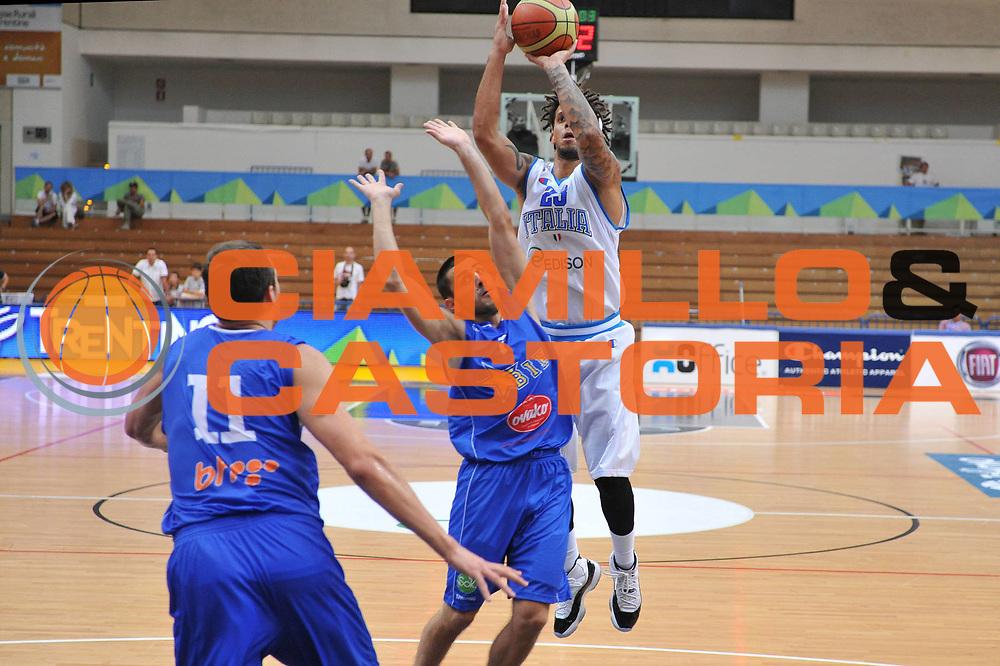 DESCRIZIONE : Trento Primo Trentino Basket Cup Italia Bosnia Erzegovi<br /> GIOCATORE : daniel hackett<br /> CATEGORIA : tiro<br /> SQUADRA : Nazionale Italia Maschile<br /> EVENTO :  Trento Primo Trentino Basket Cup<br /> GARA : Italia Bosnia Erzegovi<br /> DATA : 27/07/2012<br /> SPORT : Pallacanestro<br /> AUTORE : Agenzia Ciamillo-Castoria/M.Gregolin<br /> Galleria : FIP Nazionali 2012<br /> Fotonotizia : Trento Primo Trentino Basket Cup Italia Bosnia Erzegovi<br /> Predefinita :