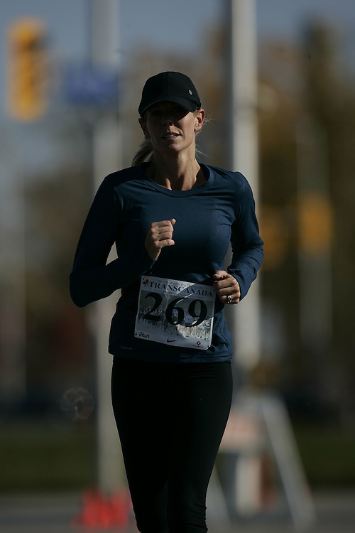 (Ottawa, ON---18 October 2008) LESLIE DANIS competes in the 2008 TransCanada 10km Canadian Road Race Championships. Photograph copyright Geoff Robins/Mundo Sport Images (www.msievents.com).