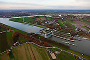 Nederland, Gelderland, Gemeente Maurik, 15-11-2010; Amsterdam-Rijnkanaal met Prinses Marijke sluizen, Neder-Rijn aan de horizon..Princes Marijke locks in the Amsterdam-Rijn-canal, lower Rhine at the horizon. ..luchtfoto (toeslag), aerial photo (additional fee required).foto/photo Siebe Swart