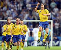 Jubel 1:0 Schweden durch Zlatan Ibrahimovic (r.), Olof Mellberg , Petter Hansson , Anders Svensson<br /> Hellas - Sverige<br /> Norway only