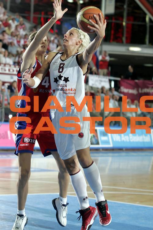 DESCRIZIONE : Chieti Italy Italia Eurobasket Women 2007 Semifinale Semifinal Lettonia Russia Latvia Russia<br /> GIOCATORE : Gunta Basko<br /> SQUADRA : Lettonia Latvia<br /> EVENTO : Eurobasket Women 2007 Campionati Europei Donne 2007 <br /> GARA : Lettonia Russia Latvia Russia<br /> DATA : 06/10/2007 <br /> CATEGORIA : Penetrazione Tiro<br /> SPORT : Pallacanestro <br /> AUTORE : Agenzia Ciamillo-Castoria/H.Bellenger<br /> Galleria : Eurobasket Women 2007 <br /> Fotonotizia : Chieti Italy Italia Eurobasket Women 2007 Semifinale Semifinal Lettonia Russia Latvia Russia<br /> Predefinita :