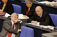 20 DEC 2002, BERLIN/GERMANY:<br /> Joschka Fischer (L), B90/Gruene, Bundesaussenminister, und Peter Struck (R), SPD, Bundesverteidigungsminister, im Gespraech, in der Regierungsbank, Plenum, Deutscher Bundestag<br /> IMAGE: 20021220-01-003<br /> KEYWORDS: Sitzung, Gespräch