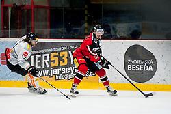 06.03.2016, Ice Rink, Znojmo, CZE, EBEL, HC Orli Znojmo vs Dornbirner Eishockey Club, Viertelfinale, 5. Spiel, im Bild v.l. Michael Caruso (Dornbirner) Roman Tomas (HC Orli Znojmo) // during the Erste Bank Icehockey League 5th quarterfinal match between HC Orli Znojmo and Dornbirner Eishockey Club at the Ice Rink in Znojmo, Czech Republic on 2016/03/06. EXPA Pictures © 2016, PhotoCredit: EXPA/ Rostislav Pfeffer