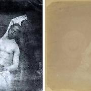 Hippolyte BAYARD (1801 - 1887).<br /> <br /> &quot;Autoportrait en noy&eacute;&quot;, 1840.<br /> <br /> Cette photographie serait la premi&egrave;re photo &quot;mise en sc&egrave;ne&quot;. Le photographe s'est amus&eacute; &agrave; se prendre en photo en &quot;noy&eacute;&quot;.