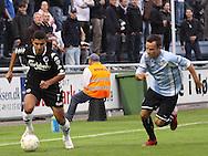 FODBOLD: Ailton Almeida (FCK) følges af Morten Juul Hansen (Helsingør) under kampen i Ekstra Bladet Cup mellem Elite 3000 Helsingør og FC København den 23. september 2009 på Helsingør Stadion. Foto: Claus Birch