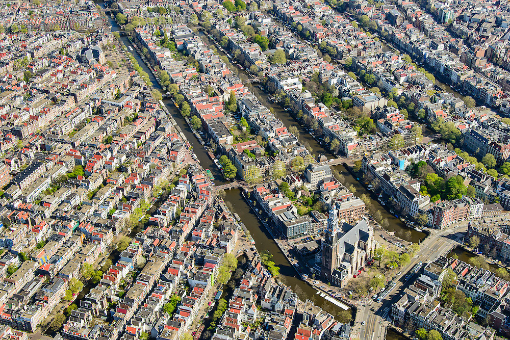 Nederland, Noord-Holland, Amsterdam, 09-04-2014;<br /> Binnenstad en grachtengordel (vlnr Prinsengracht, Keizersgracht, Herengracht, Singel). <br /> Aan de Prinsengracht Anne Frankhuis (Achterhuis), Westertoren, Westermarkt.<br /> Center and ring of canals of Amsterdam. <br /> The Westerkerk (church) next  to the Achterhuis (now Anne Frank House)  where people are queueing.<br /> luchtfoto (toeslag op standard tarieven);<br /> aerial photo (additional fee required);<br /> copyright foto/photo Siebe Swart