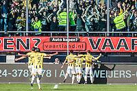 NIJMEGEN - NEC - Vitesse , Voetbal , Eredivisie , Seizoen 2016/2017 , Stadion de Goffert , 23-10-2016 , Vitesse speler Navarone Foor scoort de 0-1 en viert dit met zijn ploeggenoten