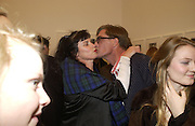 Laura Faber and Tim Hunt. Warhol's World. Photography and Television. Hauser and Wirth. Piccadilly, London. 26  January 2006.  ONE TIME USE ONLY - DO NOT ARCHIVE  © Copyright Photograph by Dafydd Jones 66 Stockwell Park Rd. London SW9 0DA Tel 020 7733 0108 www.dafjones.com