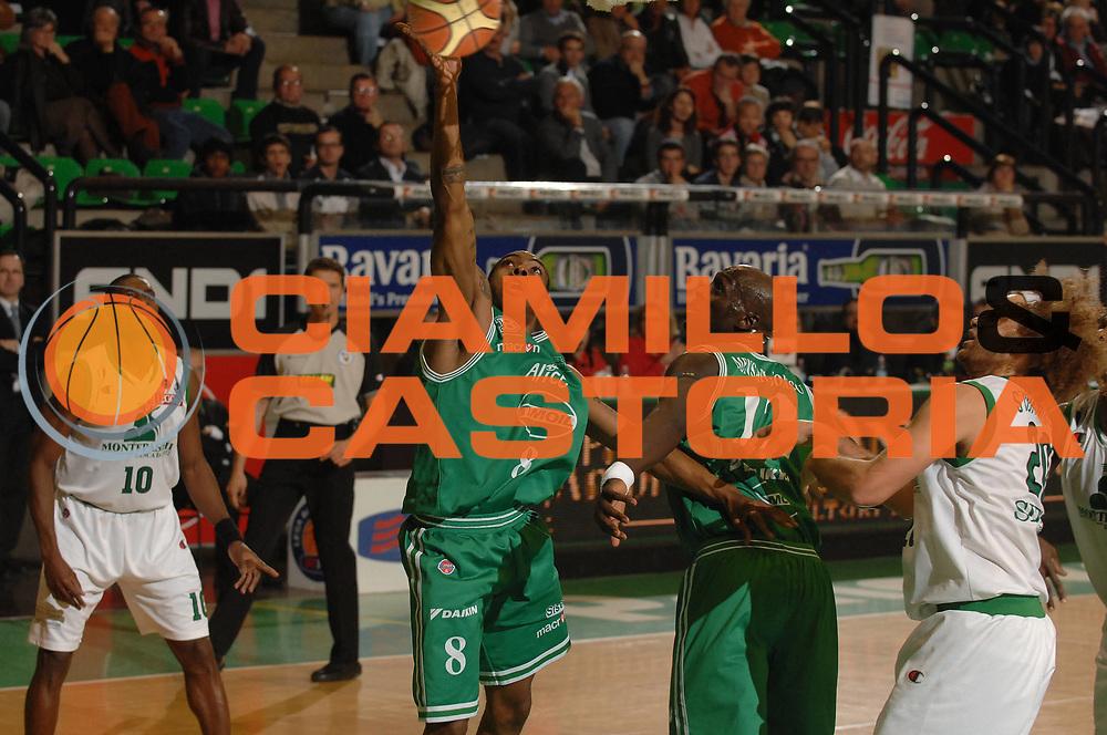 DESCRIZIONE : Treviso Lega A1 2007-08 Benetton Treviso Montepaschi Siena <br /> GIOCATORE : Lionel Chalmers<br /> SQUADRA : Benetton Treviso <br /> EVENTO : Campionato Lega A1 2007-2008 <br /> GARA : Benetton Treviso Montepaschi Siena <br /> DATA : 22/03/2008 <br /> CATEGORIA : Tiro<br /> SPORT : Pallacanestro <br /> AUTORE : Agenzia Ciamillo-Castoria/M.Gregolin