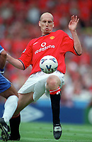 Jaap Stam - Manchester United. Chelsea v Manchester United. FA Charity Shield. Wembley 13/8/00. Credit: Colorsport.