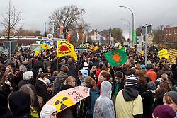 """Schülerdemo """"Je länger die Laufzeiten, desto größer ist unser Zorn"""" am 05.11.2010 in Lüchow. Statt angekündigten 200 Teilnehmern waren es nahezu 1000 friedliche Demonstranten. <br /> <br /> Ort: Lüchow<br /> Copyright: Karin Behr<br /> Quelle: PubliXviewinG"""