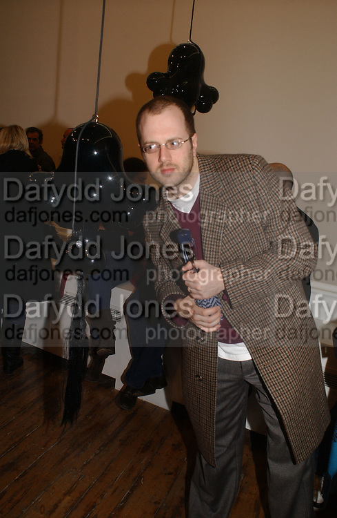 Ben Woodcock. M/M ( PARIS). HAUNCH OF VENISON. LONDON. 16 February 2006. ONE TIME USE ONLY - DO NOT ARCHIVE  © Copyright Photograph by Dafydd Jones 66 Stockwell Park Rd. London SW9 0DA Tel 020 7733 0108 www.dafjones.com
