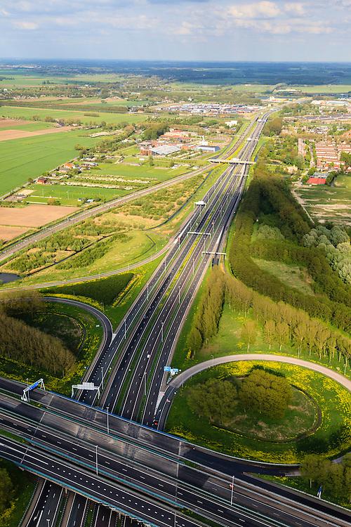 Nederland, Zuid-Holland, Gorinchem, 09-05-2013; knooppunt Gorinchem, kruising rijksweg A15 met de A27 (vlnr). Foto van  het klaverblad in oostelijke, langs de A15.<br /> Junction motorway A27 with A15, Cloverleaf Gorinchem.<br /> luchtfoto (toeslag op standard tarieven)<br /> aerial photo (additional fee required)<br /> copyright foto/photo Siebe Swart