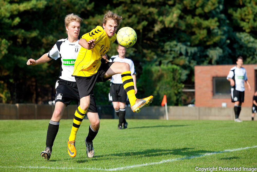 364724-voetbal Vlimmeren Sport tegen Bonheiden-Sven de Prins en Andreas Becquet