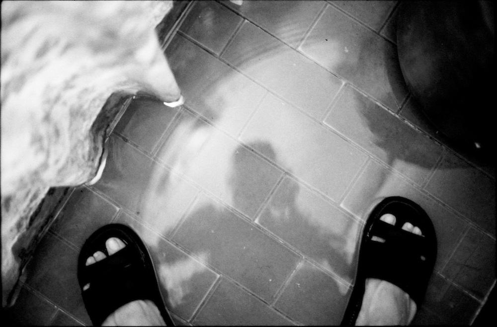SELF PORTRAITS / AUTORRETRATOS.Photography by Aaron Sosa.Caracas - Venezuela 1999.(Copyright © Aaron Sosa)