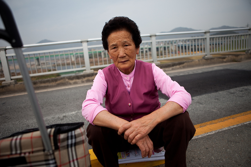 Woman resting on a bridge in the city of Gongju. Gongju (Gongju-si), is a city in the Korean South Chungcheong province.  / Gongju, South Korea, Republic of Korea, KOR, 31st of October 2009.