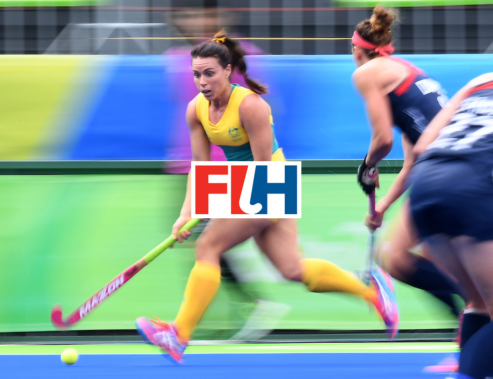 Australia's Georgie Parker (L) controls the ball during the womens's field hockey Australia vs USA match of the Rio 2016 Olympics Games at the Olympic Hockey Centre in Rio de Janeiro on August, 8 2016. / AFP / MANAN VATSYAYANA        (Photo credit should read MANAN VATSYAYANA/AFP/Getty Images)