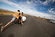 Aniek Rooderkerken gaat van start. Het Human Power Team Delft en Amsterdam, dat bestaat uit studenten van de TU Delft en de VU Amsterdam, is in Amerika om tijdens de World Human Powered Speed Challenge in Nevada een poging te doen het wereldrecord snelfietsen voor vrouwen te verbreken met de VeloX 7, een gestroomlijnde ligfiets. Het record is met 121,44 km/h sinds 2009 in handen van de Francaise Barbara Buatois. De Canadees Todd Reichert is de snelste man met 144,17 km/h sinds 2016.<br /> <br /> With the VeloX 7, a special recumbent bike, the Human Power Team Delft and Amsterdam, consisting of students of the TU Delft and the VU Amsterdam, wants to set a new woman's world record cycling in September at the World Human Powered Speed Challenge in Nevada. The current speed record is 121,44 km/h, set in 2009 by Barbara Buatois. The fastest man is Todd Reichert with 144,17 km/h.