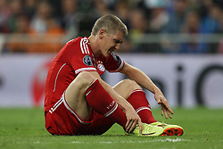 23.04.2014, Estadio Santiago Bernabeu, Madrid, ESP, UEFA CL, Real Madrid vs FC Bayern Muenchen, Halbfinale, Hinspiel, im Bild Bastian Schweinsteiger #31 (FC Bayern Muenchen) haelt sich den Knoechel // during the UEFA Champions League Round of 4, 1st Leg Match between Real Madrid vs FC Bayern Munich at the Estadio Santiago Bernabeu in Madrid, Spain on 2014/04/24. EXPA Pictures &copy; 2014, PhotoCredit: EXPA/ Eibner-Pressefoto/ Kolbert<br /> <br /> *****ATTENTION - OUT of GER*****