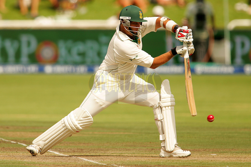 WESTERN CAPE, SOUTH AFRICA - 26th January 2007, Jacques Kallis during day 1 of the third test between South Africa and Pakistan held at Newlands Stadium, Cape Town...Photo by RG/Sportzpics.net..