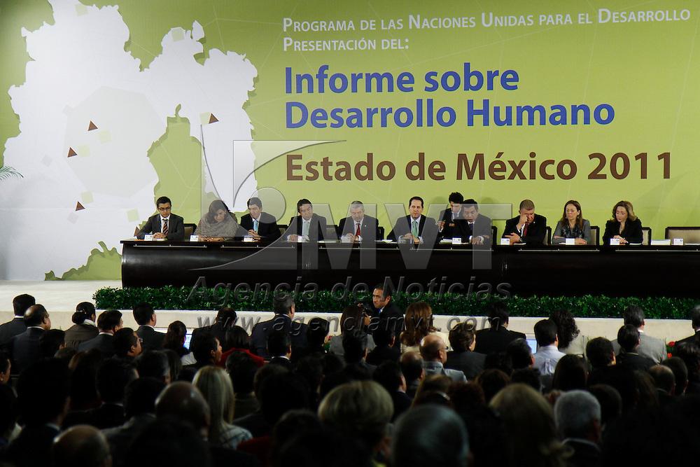 TOLUCA, México.- Eruviel Ávila Villegas, gobernador del Estado de México recibió el informe sobre el Desarrollo Humano en el Estado de México presentado por Magdy Martínez Solimán, representante residente del Programa de Naciones Unidad para el Desarrollo de México. Agencia MVT / Crisanta Espinosa. (DIGITAL)