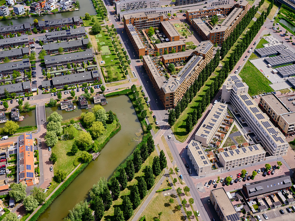 Nederland, Utrecht, Utrecht; 14–05-2020; stadsdeel Leidsche Rijn, de wijk Terwijde. Rijnkennemerlaan-Noord, kruising met Jazzboulevard en Jazzsingel.<br /> Leidsche Rijn district, Terwijde district in the foreground. View on the trees of the De Rijnkennemerlaan.<br /> <br /> luchtfoto (toeslag op standaard tarieven);<br /> aerial photo (additional fee required)<br /> copyright © 2020 foto/photo Siebe Swart