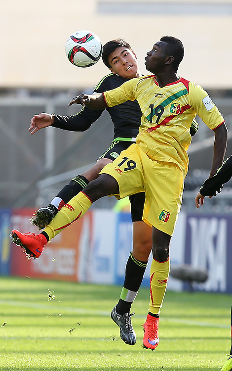 Erick Gutierrez  (L) of Mexico vies for the ball with Adama Traore of Mali during the FIFA Under-20 World Cup 2015 group D match between Mexico and Mali in Dunedin, New Zealand, 31 May 2015. Credit: SNPA/Dianne Manson