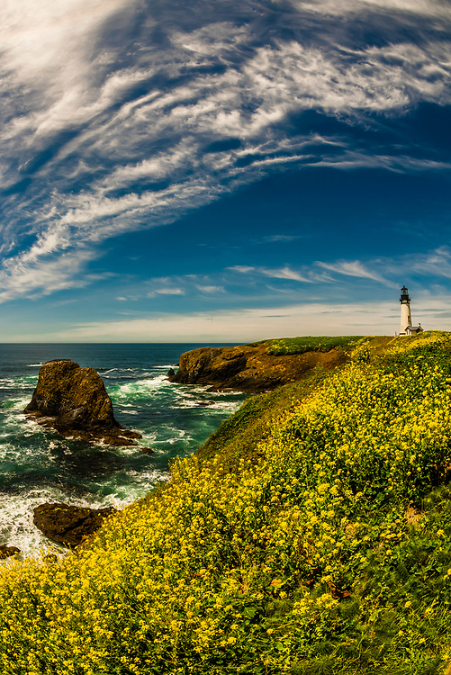 Yaquina Head Lighthouse (the tallest lighthouse in Oregon), near Newport, Oregon USA.