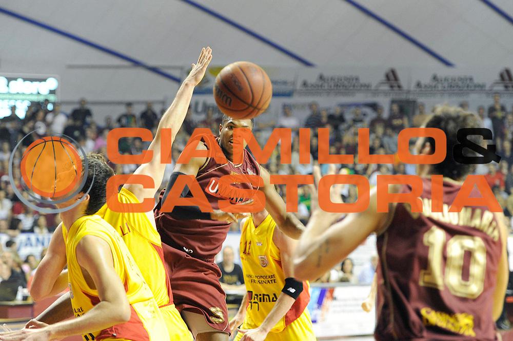 DESCRIZIONE : Venezia Lega Basket A2 2010-11 Playoff Semifinale Gara 5 Umana Reyer Venezia Prima Veroli<br /> GIOCATORE : Tamar Slay<br /> SQUADRA : Venezia Prima Veroli<br /> EVENTO : Campionato Lega A2 2010-2011<br /> GARA : Umana Reyer Venezia Prima Veroli<br /> DATA : 08/06/2011<br /> CATEGORIA : passaggio<br /> SPORT : Pallacanestro <br /> AUTORE : Agenzia Ciamillo-Castoria/C. De Massis<br /> Galleria : Lega Basket A2 2010-2011 <br /> Fotonotizia : Venezia Lega Basket A2 2010-11 Playoff Semifinale Gara 5 Umana Reyer Venezia Prima Veroli<br /> Predefinita :