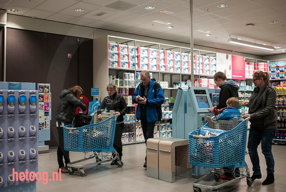 nederland, enschede, 27feb2015 albert heijn xl miro zelfscanplein in enschede